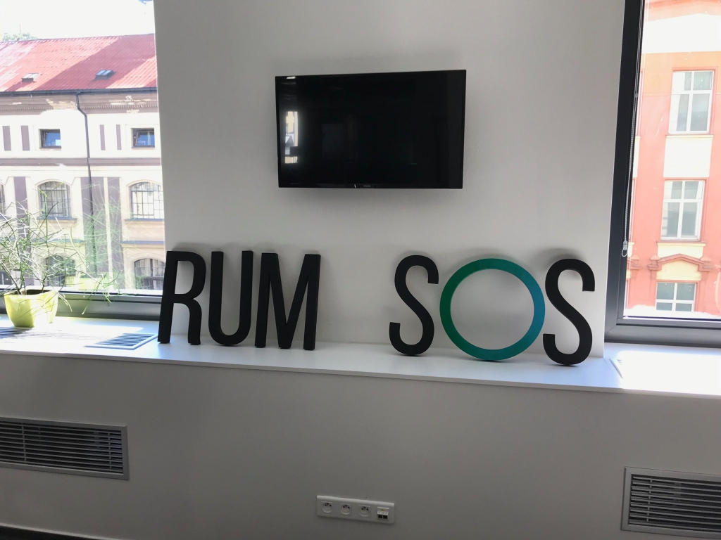 Having fun with logo while moving - RUM SOS